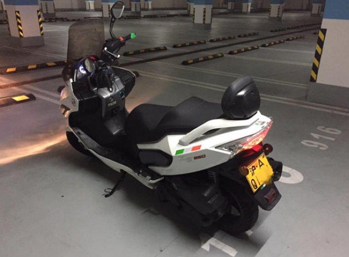 上海沪A摩托车牌照车库停车