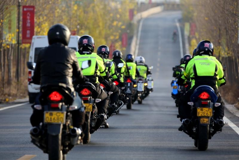 摩托车编队手势语