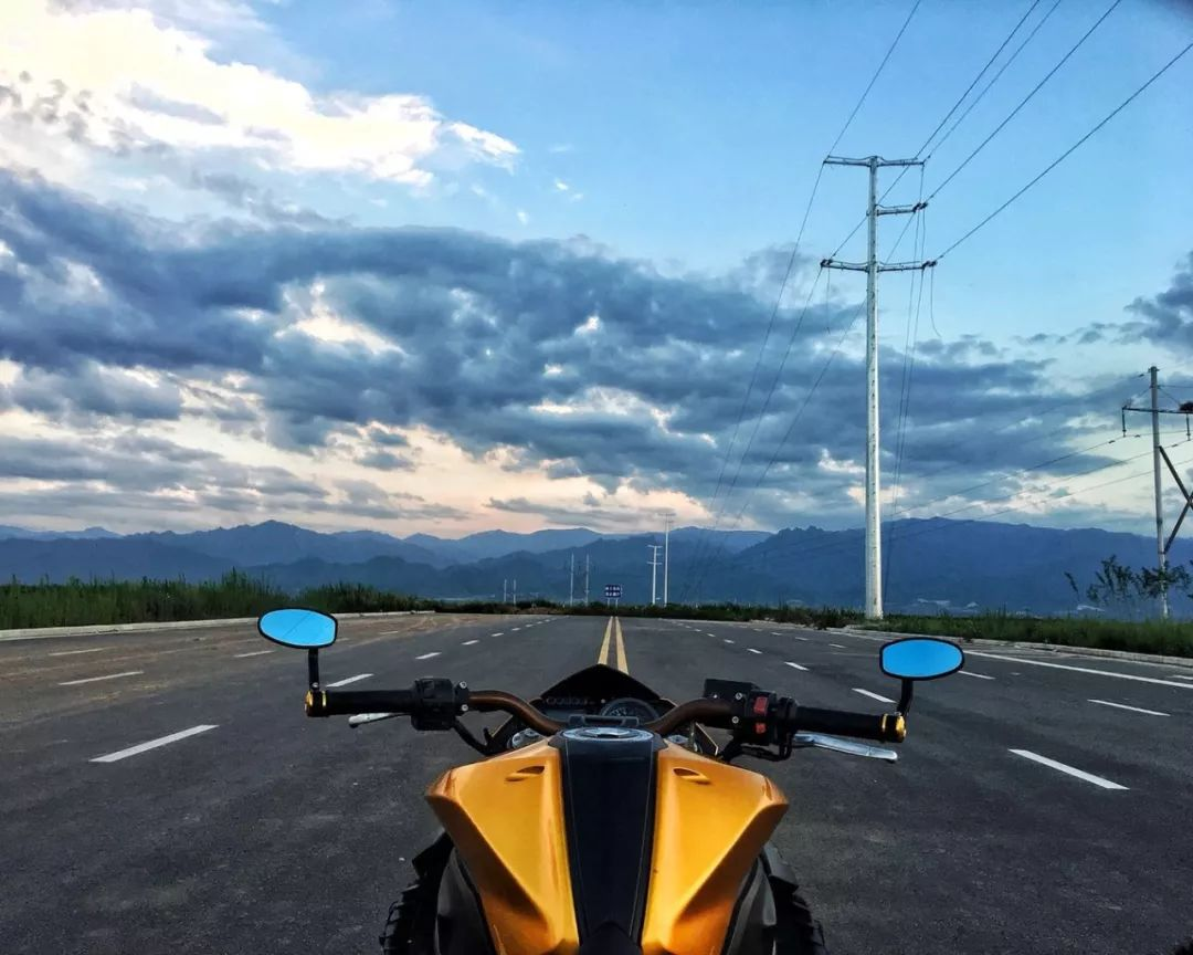 摩托车移动车库